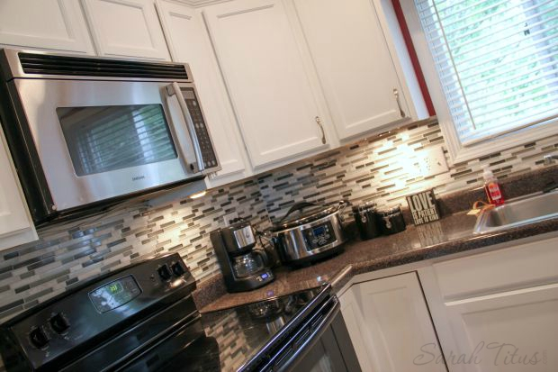 Under-cabinet-lighting-adds-a-good-mood-to-the-kitchen