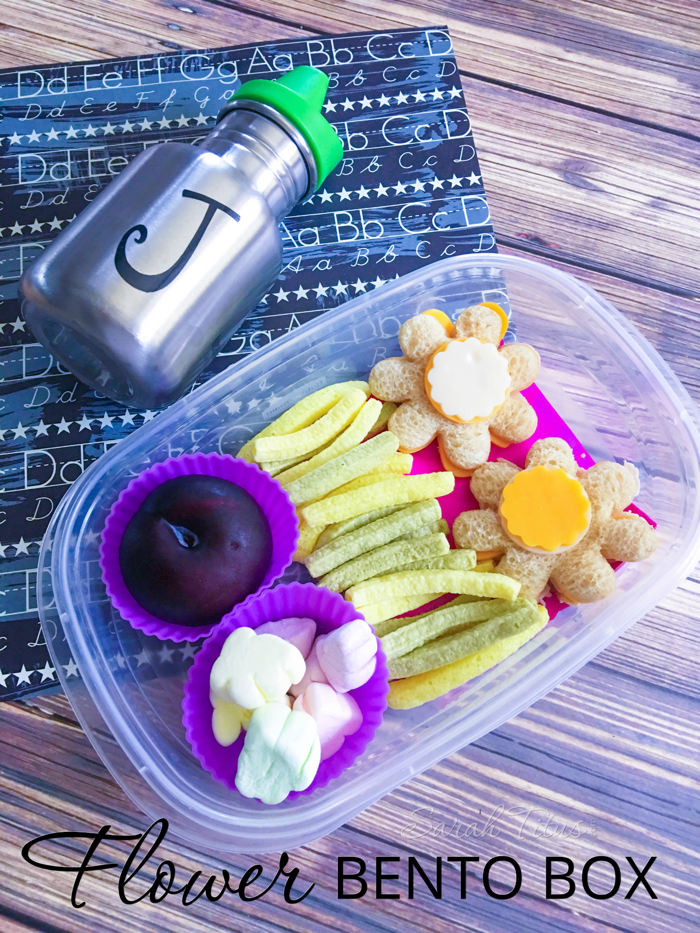 Get ready to make the cutest lunch ever for your kids! This flower bento box is not only healthy, but uber adorable. Your little ones are sure to love it!