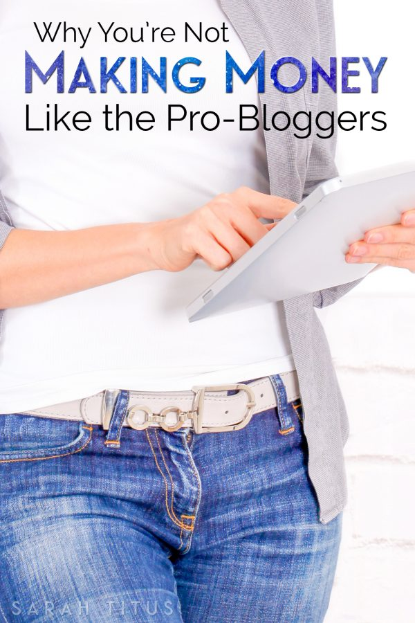 Here are 8 things the pro-bloggers are doing that you're not. These things are foundational to a successful, well-rounded, money making blog!