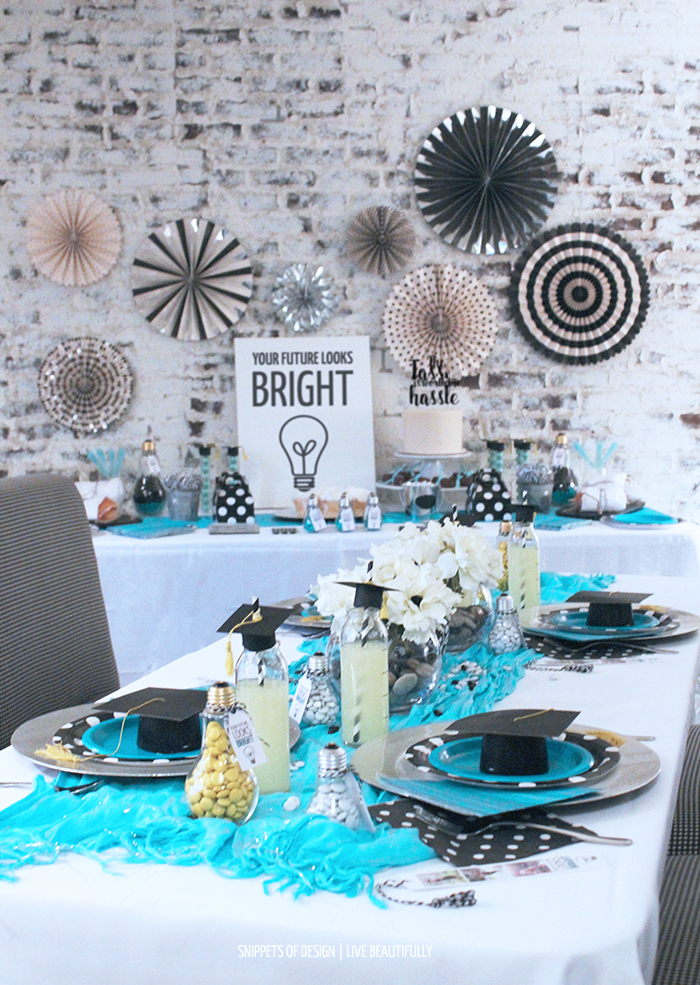 Here are some awesome graduation free printables along with great tips to decorate your graduation party!