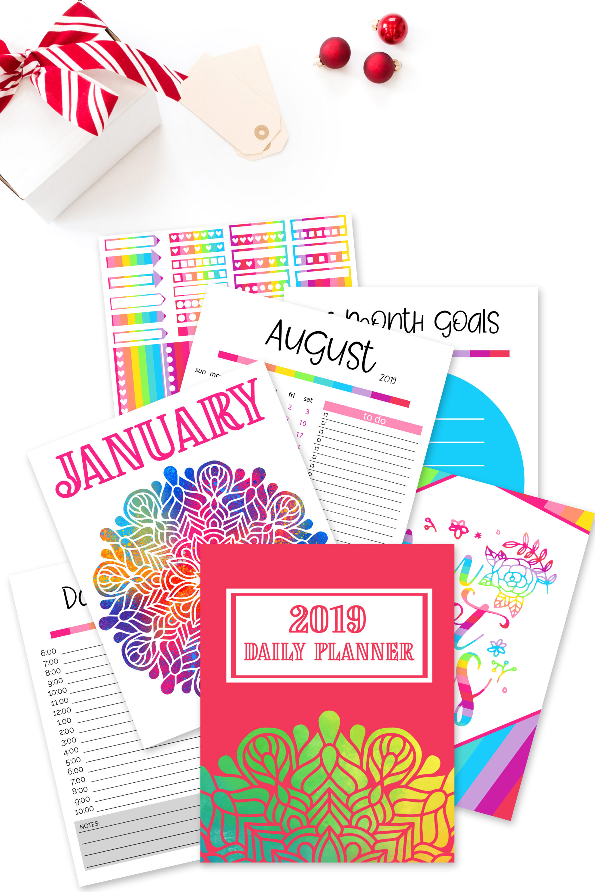 If you enjoy accomplishing goals or just really want to be super organized this upcoming year, these free planner printables - 2019 Daily Planner is for you! #dailyplanner #printableplanner #2019planner #freeplannerprintables